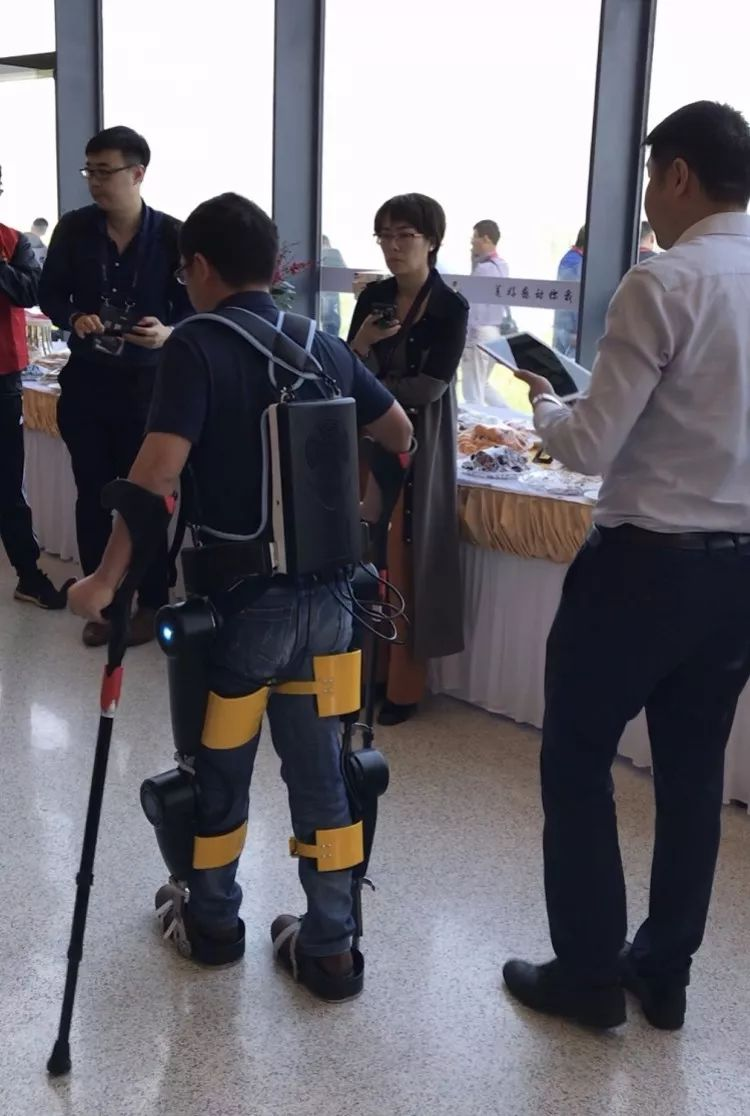 Service and medical robots are hot. Is robot therapy reliable?