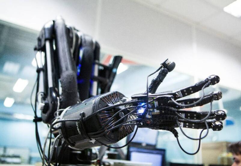 头脑VS肌肉?人类比机器人强在哪?