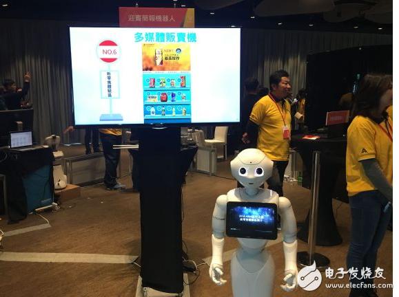 服务型机器人呈现客制化  机器人可为信徒解签