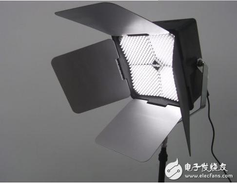 补光灯和闪光灯哪个好_闪光灯和补光灯的效果对比