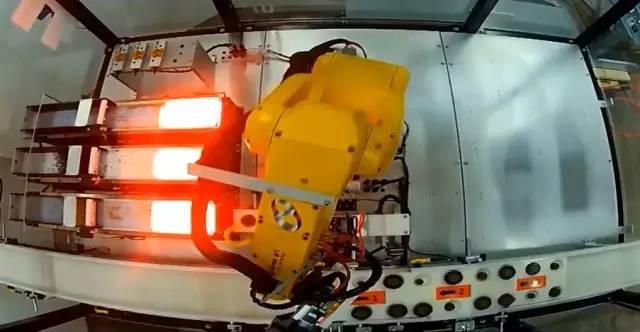 Durabotics开发了基于视觉的机器人,用于实现连接器装配过程的自动化