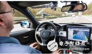 推广无人驾驶汽车的同时 相关部门也在完善无人驾驶汽车的相关法律规范