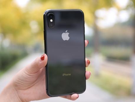 因iPhone X销量下滑  三星OLED屏产能...