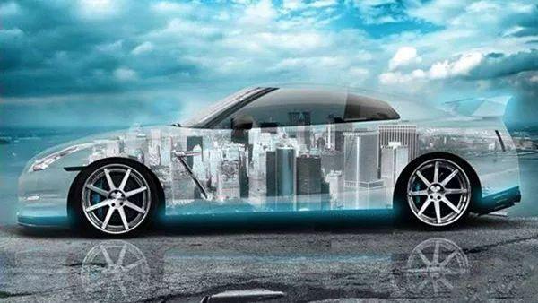 车辆。乘客应该随时了解车内发生的情况:为什么选择这条车道,周围有哪些车,哪条路很堵,路线是怎么计算的。 包含了图像和音频元素的精心设计的HMI将成为接受自动驾驶汽车的基础。人机界面应该通过自然的方式来显示汽车的决策过程,让乘客感觉更安全,更舒适。例如,汽车增强现实(AR)可以使用具有全息膜的组合玻璃,就像一个透镜,只反射特定波长。人们将透过挡风玻璃前面的组合玻璃看到投影视频或交互界面。 当然,挑战也会不断出现。例如,人们必须改掉过去先观察后视镜再进行操作的基本驾驶习惯。 而且研发人员还必须向人们证明HMI