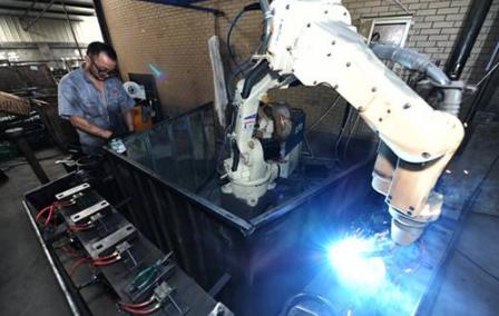 桐乡大力推进机器人应用和产业发展