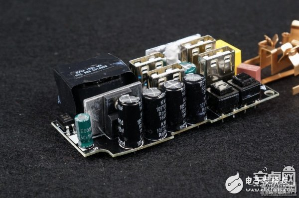 USB口独立智能识别 网易首款插线板拆解与评测