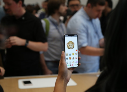 苹果Face ID模块被分化,LG取代夏普成主要...