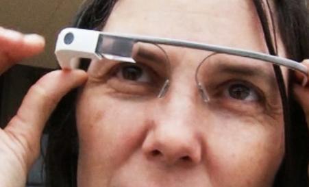 谷歌眼镜遭质疑?谷歌表示仍有兴趣开发 将植入增强现实