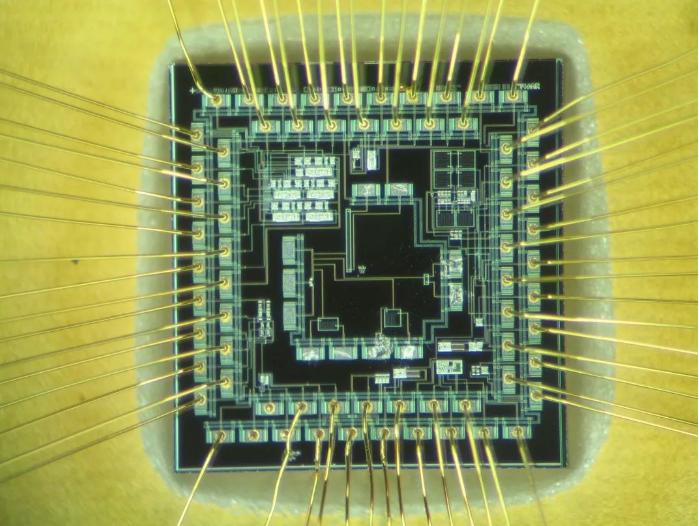 摩尔定律越来越慢,芯片架构工程师成香馍馍