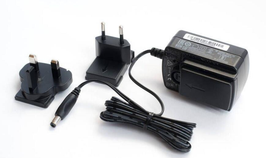 充电器发烫有异味是怎么回事_充电器发烫的解决方法