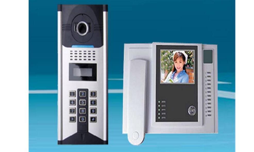 门口机   门口主机是楼宇对讲系统的控制核心部分,每一户室内分机的传输信号以及电锁控制信号等都通过主机的控制,它的电路板采用减振安装,并进行防潮处理,抗振防潮能力极强,并带有夜间照明装置,外形美观、大方。   室内机   室内机是一种对讲话机,一般都是与门口机机进行对讲,户户通楼宇对讲系统则与门口机机配合成一套内部电话系统可以完成系统内个用户的电话联系,使用更加方便,它分为可视室内机,非可视室内机。具有电锁控制功能和监视功能,一般安装在用户家里的门口处,主要方便住户与来访者对讲交谈。   UPS电源