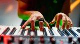 可以手势操控音乐的智能手环