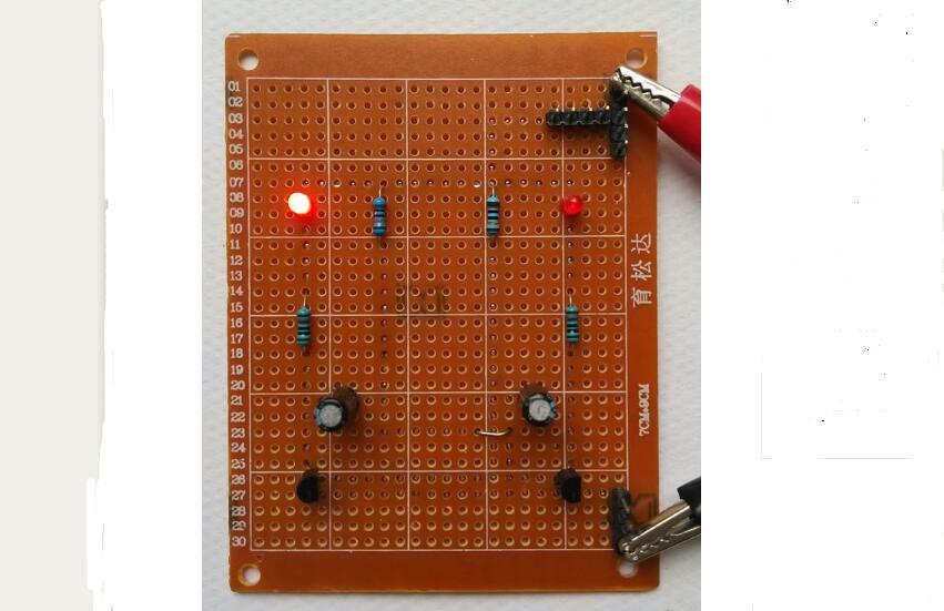 多谐振荡器双闪灯电路设计与制作