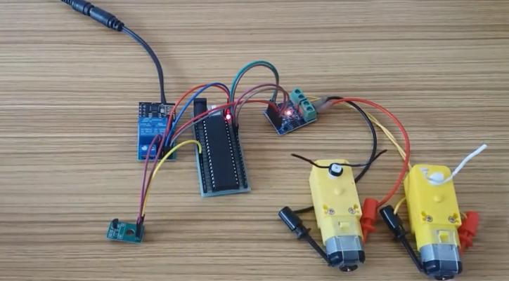 自制物联网智能设备-手机远程控制两路电机的转向和...