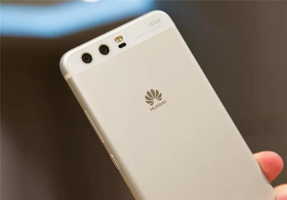 华为手机线下销售遭限制 安全担忧蔓延至他国
