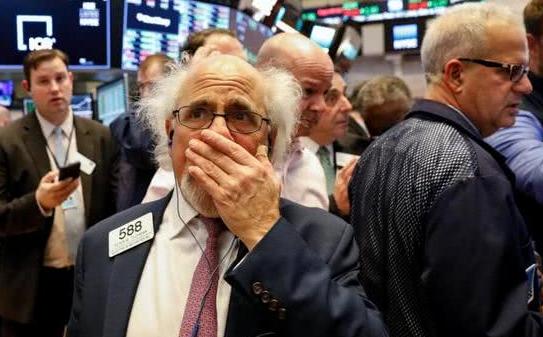 受累亚马逊、特斯拉重挫 美国科技股再遭抛售纳指重挫近3%