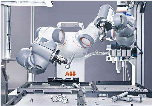 """""""工业5.0""""趋势明显 新型协作机器人与与工人们..."""