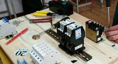 如何让电动机启动控制回路_四种常见电动机控制回路...