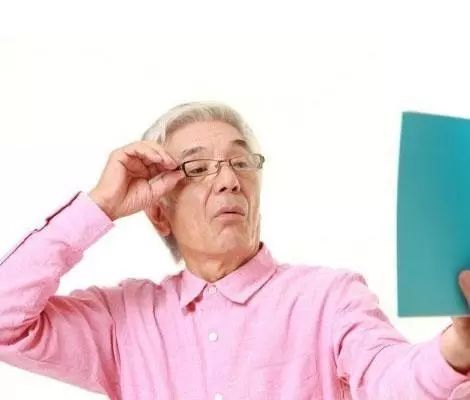 近视镜和老花镜的原理_放大镜和老花镜的原理差不多,都能聚焦光线从而