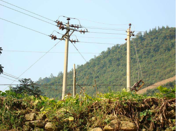 新疆助力脱贫攻坚 加快农村电网改造升级