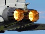 飞机发动机的火焰为什么有的黄色有的蓝色?