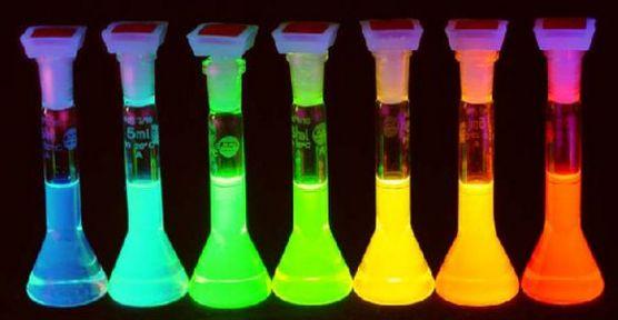 某大学副教授研制出钙钛矿发光二极管
