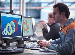 根据顶测科技相关资料统计,目前在国内软件从业人员中,真正等担当软件测试职位的人员不足10%,而且人才缺口比较大并成逐年增长的趋势,软件测试工程师人才的极度匮乏为许多IT企业的软件项目带来了消极因素。同时,市场对测试人才的极度需要相对减轻了本行业就业压力,同时增加了的福利待遇。