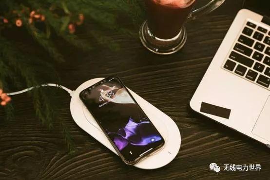 苹果授权品牌商MIPOW推出最牛配件:无线便充宝X 轻薄设计堪比智能机