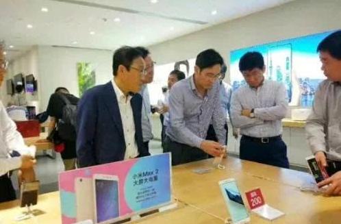 小米是一家创新驱动的互联网公司 三星太子李在镕都...