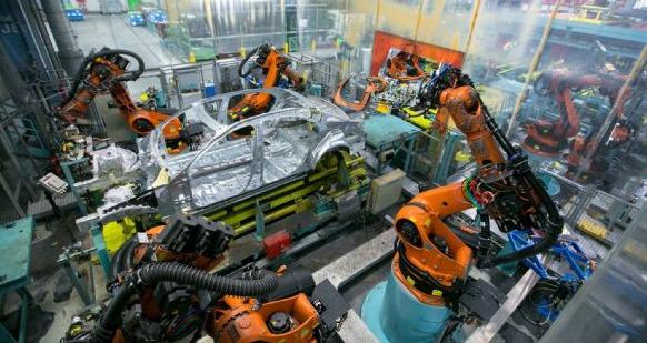 德工业机器人迅速普及并未削弱就业数据