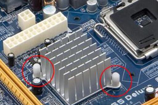 主板上的北桥芯片和南桥芯片的作用和区别详解