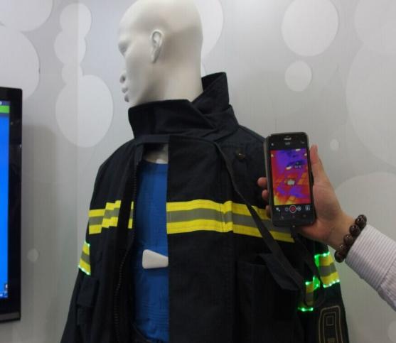 """斩获红点/金点设计奖  这件LED灯的智能衣让你拥有""""超能力"""""""