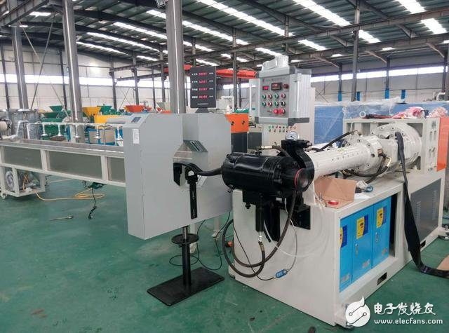 用于胶管生产线上的双向测径仪 可对线径尺寸进行高精度的在线检测及控制