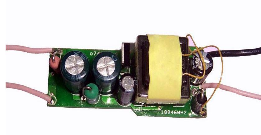 三种常用的LED驱动电源详解(开关恒流源/线性IC电源/阻容降压电源)