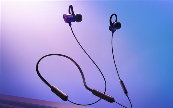刘作虎在发布会上带来了一加云耳蓝牙耳机