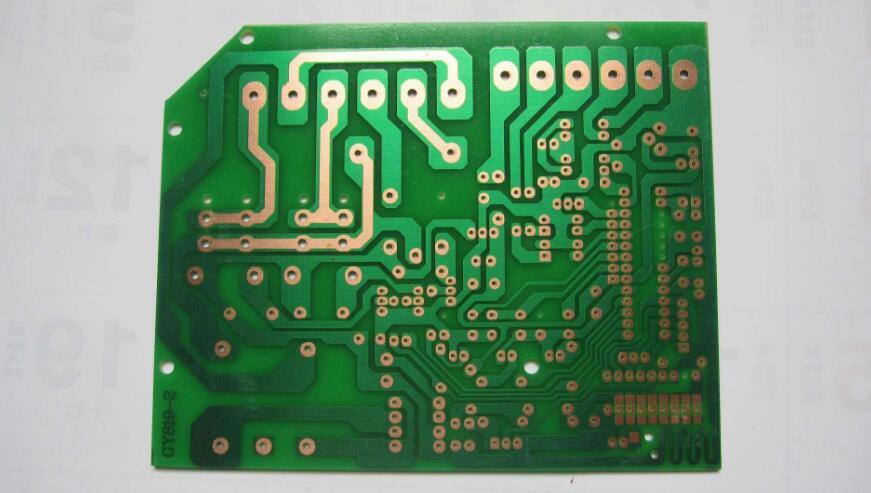 PCB板和集成电路有什么区别?