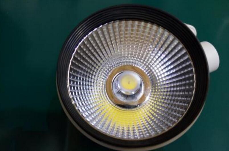 LED灯关闭后灯泡仍然微亮的原因分析及解决方法