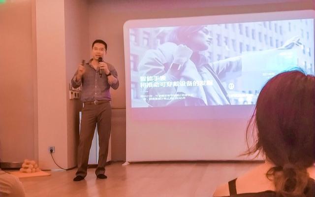 Fitbit在北京举办了新闻发布会推出了旗下最新...