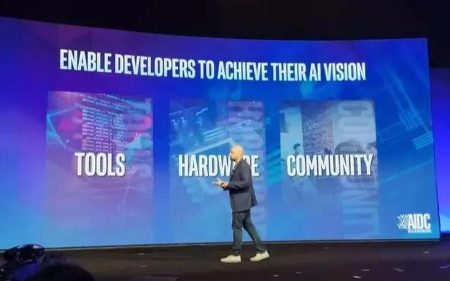 """Intel发布新款云端AI芯片NNP""""Sprin..."""