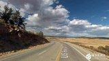 路面系统采用高清光纤传感器,探查车辆实时位置及道...