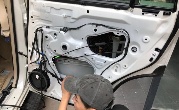 摩雷三分频汽车音响改造案例