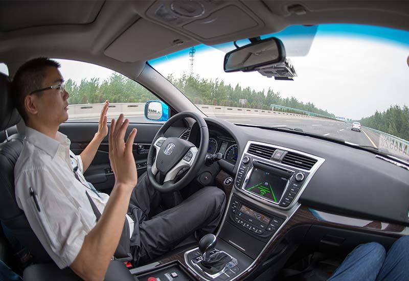 第一款真正的无人驾驶汽车在街上行驶时完全没有司机掌控终于到来了
