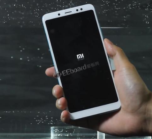 红米Note5Pro防水测试:手机屏幕有水状态下依然可以进行触碰操控,但并不防水