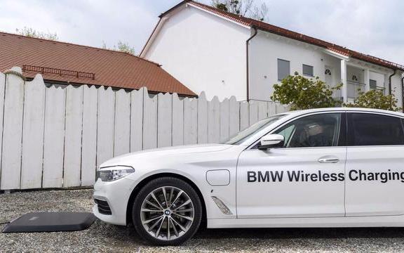 BMW i推出另一项世界首创——为插电式混合动力车定制的原厂集成感应充电设备