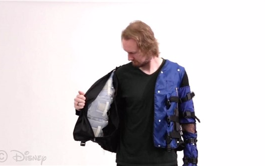 迪士尼推出一种智能夹克 通过物理反馈模拟真实的触...