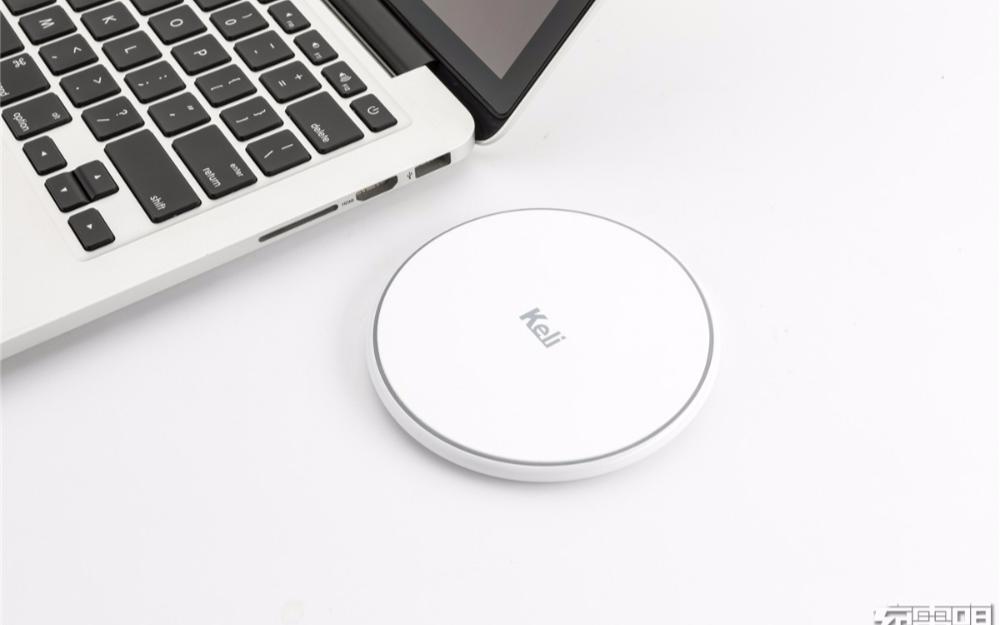 Keli推出了一款无线充电器,超薄设计,支持10...