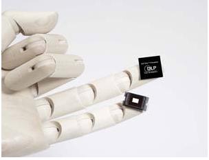 可植入大脑的微型芯片,有助病人恢复视听觉