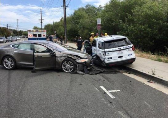 特斯拉自动驾驶又出事,今年第三次撞上路边警车