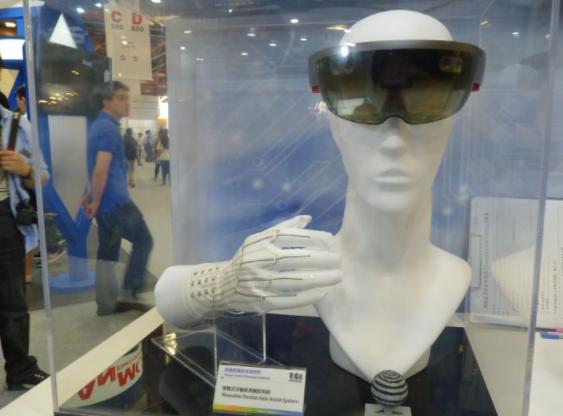 智能手套集成AR/VR技术 纺织综合所打造牙医教具辅助系统