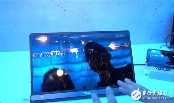 华硕展出一台新款的ZenScreen Go可移动显示屏,自带电池及支持触控